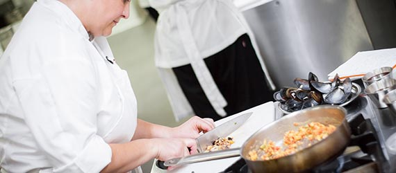 alumnado del curso de ayudante de cocina