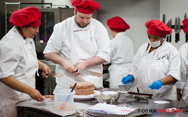 alumnado del certificado de profesionalidad de operaciones básicas de pastelería
